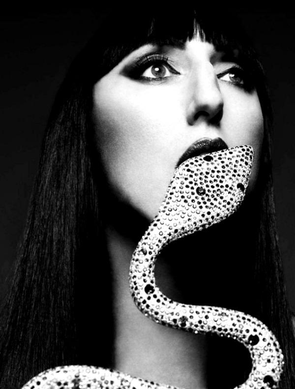 harpersbazaarespanacalendar201213 Harpers Bazaar España: Dvanaest modnih priča