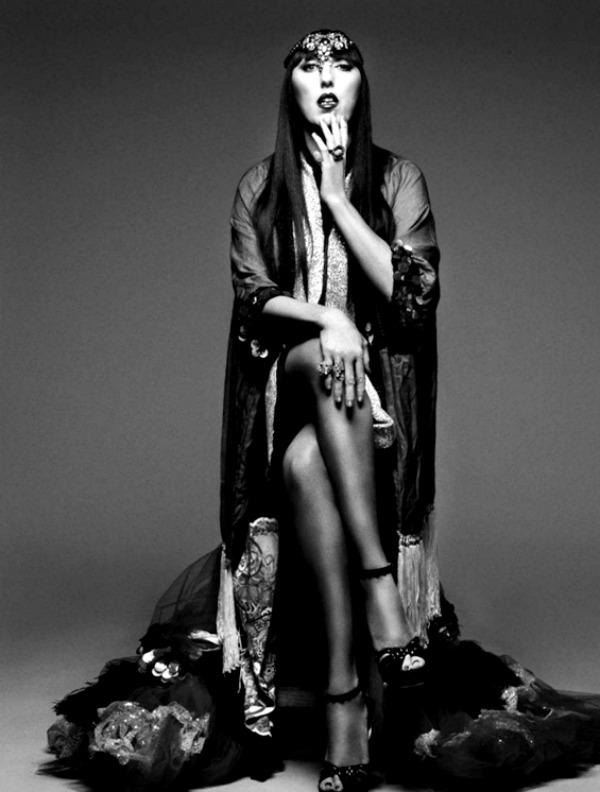 harpersbazaarespanacalendar20128 Harpers Bazaar España: Dvanaest modnih priča