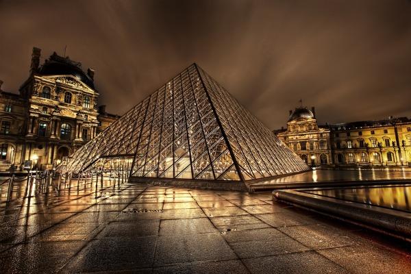 louvre at night1 Najposećeniji muzeji sveta