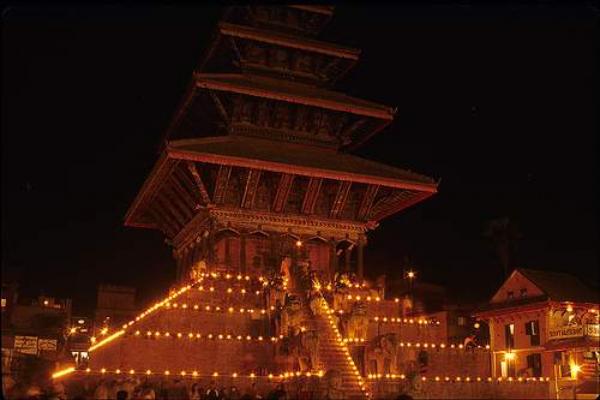 nepal 1 07 Produhovljeni krov sveta: Nepal