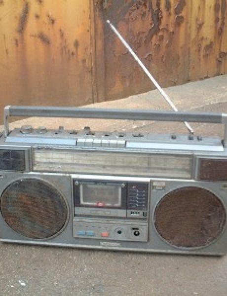 Cigla u glavi: Žurka iz kasetofona