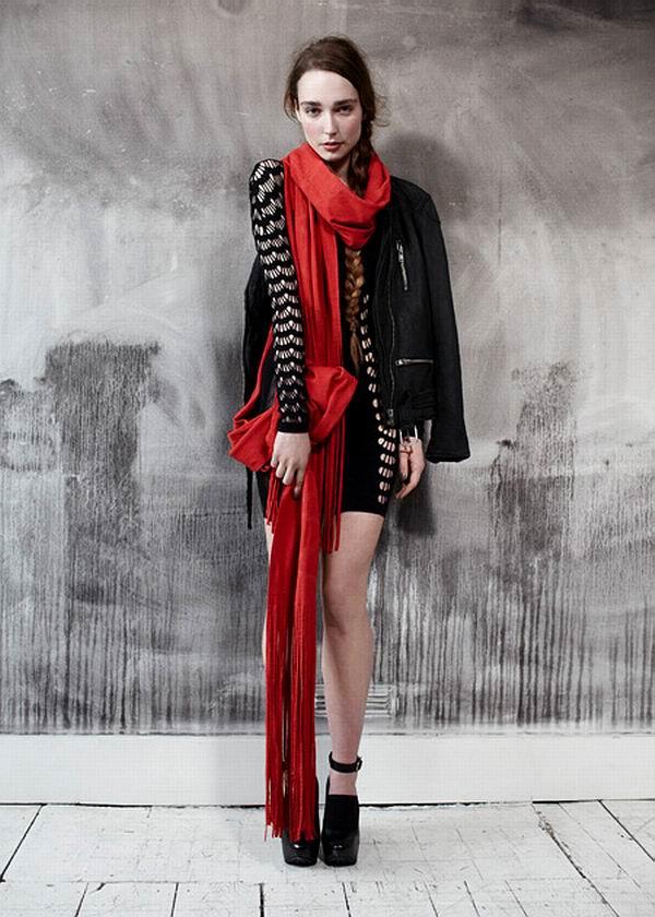 slika 210 Urban Outfitters: Crvena je boja ove zime