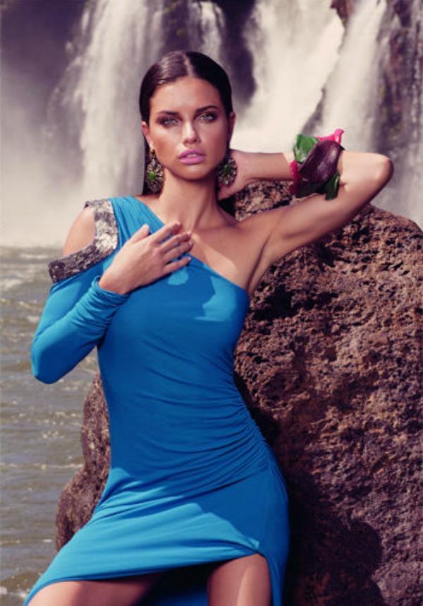 "136 ""Vogue Brasil"": Adriana Lima okupana suncem"