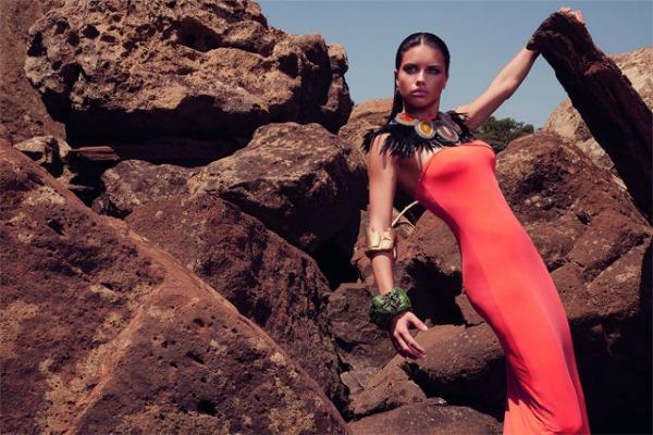 "235 ""Vogue Brasil"": Adriana Lima okupana suncem"