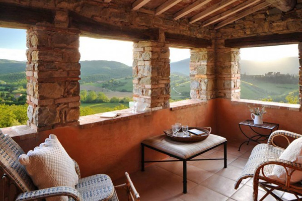 Col delle Noci Italian Villa balcony 665x443 Col delle Noci: Mistična italijanska vila