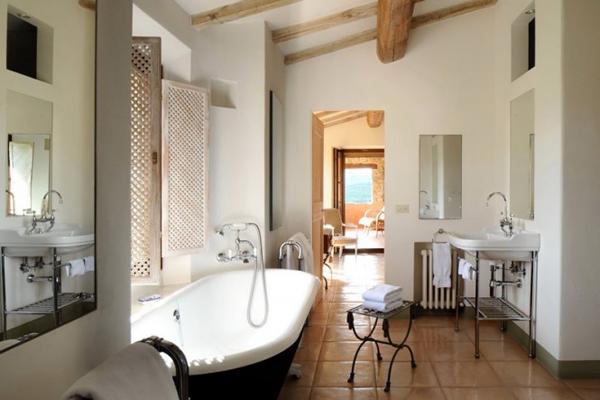 Col delle Noci Italian Villa bathroom 665x443 Col delle Noci: Mistična italijanska vila