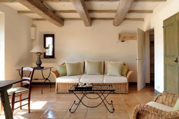 Col delle Noci Italian Villa living room 665x443 Col delle Noci: Mistična italijanska vila