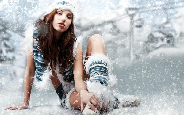 Girls Girl in the snow 032881 q Ruralne mačke: Zimske čarolije
