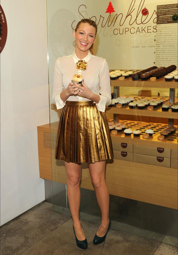 Presenting Her Smores Cupcake at Sprinkles 10 odevnih kombinacija: Blake Lively