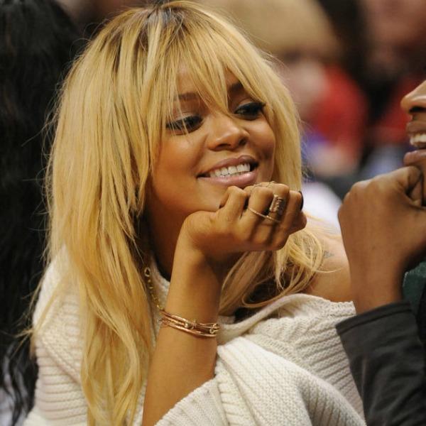 RIHANNA Trach Up: Rihanna se...