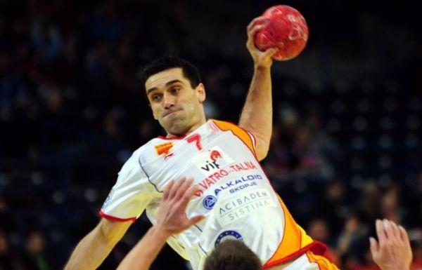 Slika 1 Zgužvana lopta u rukama Lazarova Jedan k'o sedam: Kiril Lazarov