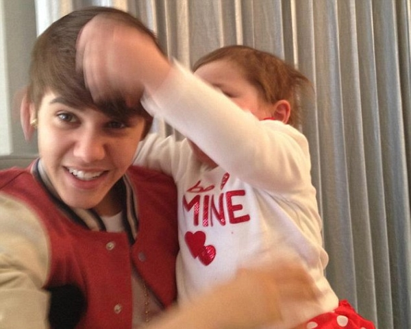 article 2101011 11BC89A2000005DC 156 634x525 Trach Up: Justin Bieber je heroj Dana zaljubljenih