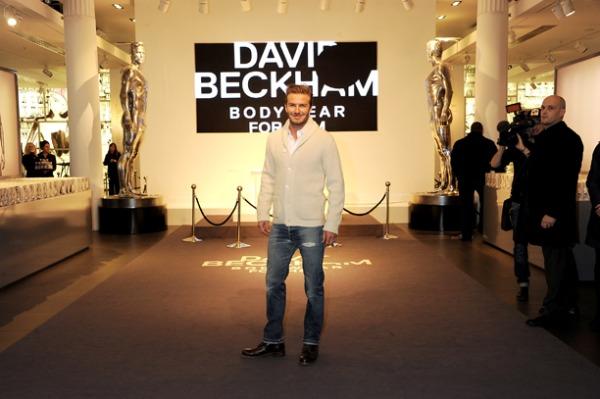 "david beckham is seen arriving to launch his bodywear for h m at h m regent street image 2 234806228 Modni zalogaji: Zavodljiva Charlize za ""Vanity Fair"""