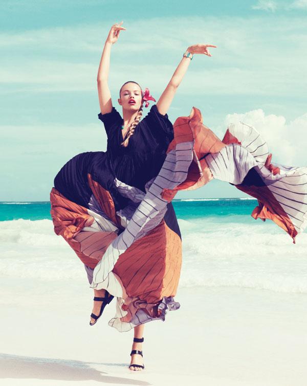 hailey bazaar 1 Harper's Bazaar US: Žurka na plaži
