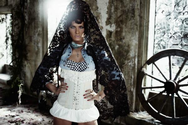 "isabeli fontana4 ""Vogue Spain"": Pištolji i šeširi"