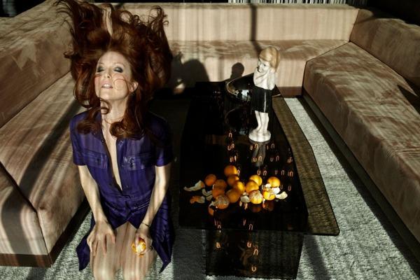 julianne moore4 Modni zalogaji: Ashton Kutcher i Alessandra Ambrosio u krevetu