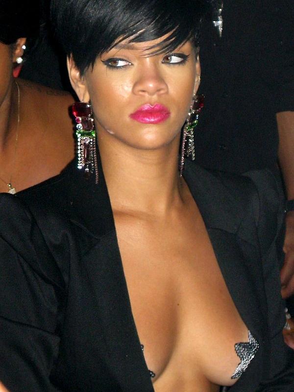 riri03 Trach Up: Rihanna se pokazala