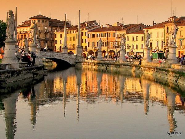 slika25 Trk na trg: Prato della Valle, Padova