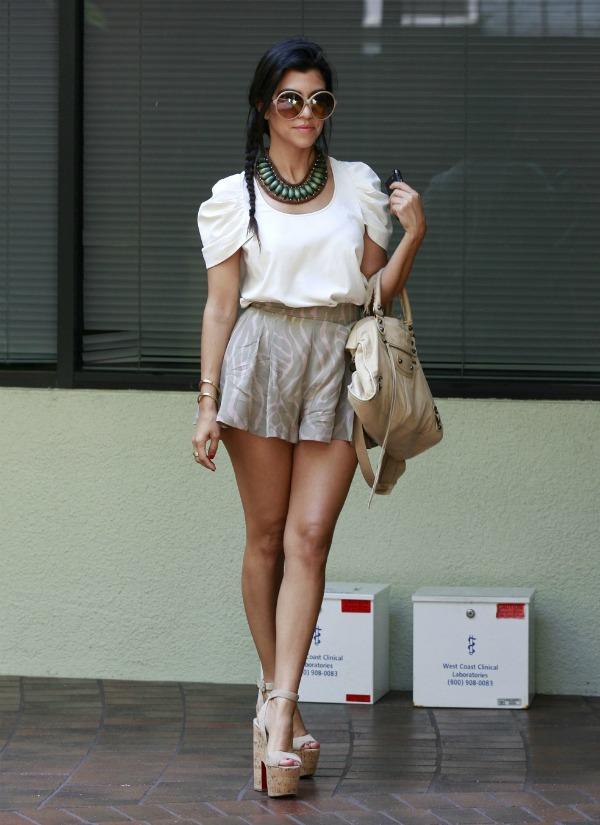 slika28 Street Style: Kourtney Kardashian