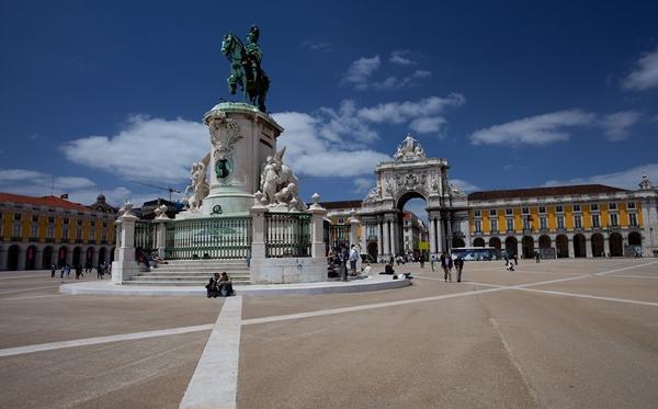 slika315 Trk na trg: Praça do Comércio, Lisabon