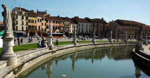 slika35 Trk na trg: Prato della Valle, Padova