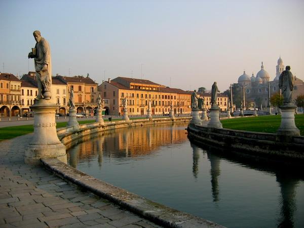 slika41 Trk na trg: Prato della Valle, Padova