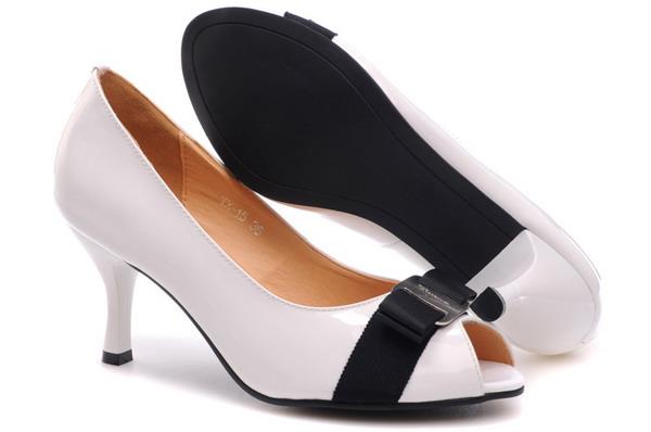 vara La Moda Italiana: Vi nosite cipele, ne one vas