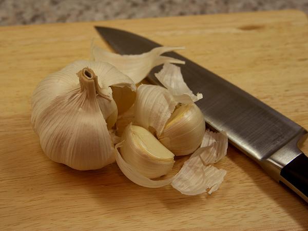 white garlic cloves Namirnice koje greju