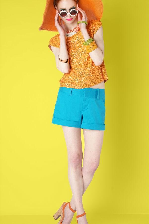 97 Alice + Olivia: Jarke boje, zanimljivi printovi i efektni aksesoari