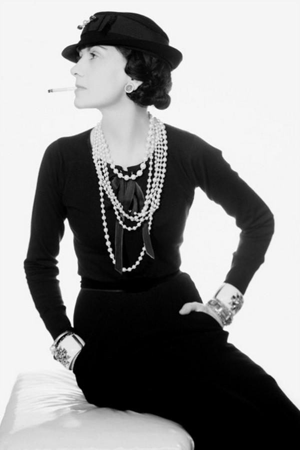 CocoChanelinlbd Top 10 dama u maloj crnoj haljini