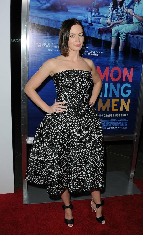 Emily Blunt at Salmon Fishing in the Yemen Premiere in Los Angeles 10 picnik Fashion Police: Megan Fox na vrhu
