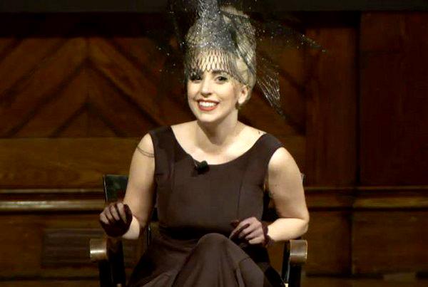 "Gaga 1 Lady Gaga: Recite ""ne"" nasilju!"