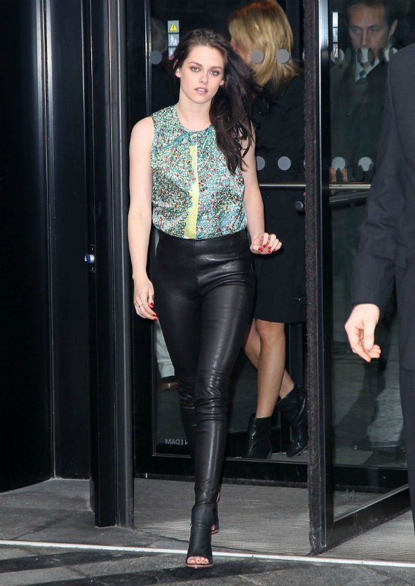 Kristen Stewart Balenciaga Fashion Police: Megan Fox na vrhu