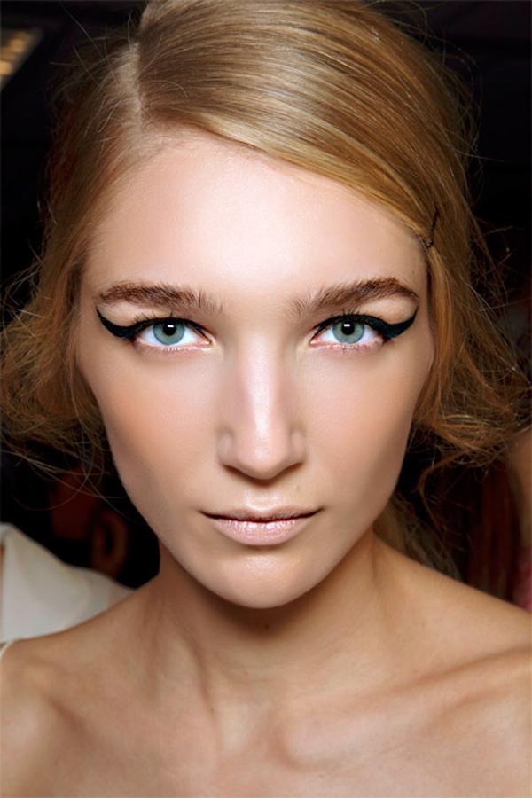 Most Attitude Winged Eyeliner Modne piste: Pet prolećnih beauty trendova