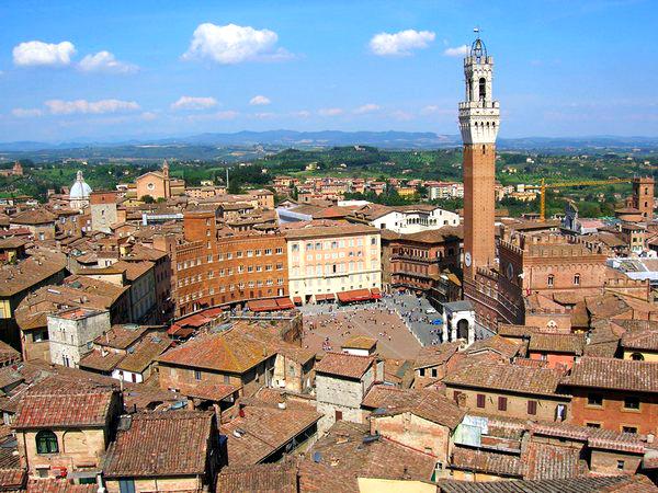Slika 113 Trk na trg: Piazza del Campo, Sijena