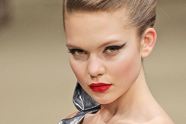 Slika 2 Cat eye ajlajner uvek je seksi i zavodljiv1 Sedam prolećnih make up trendova