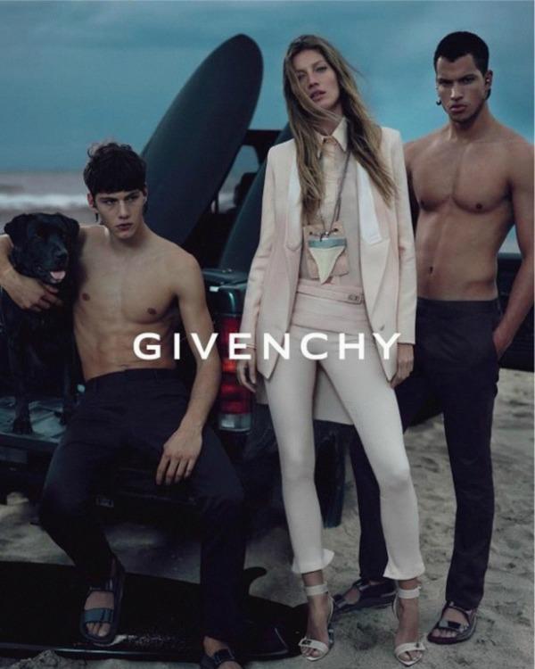 Slika 417 Givenchy: Za devojke svedeno, za muškarce raskalašno