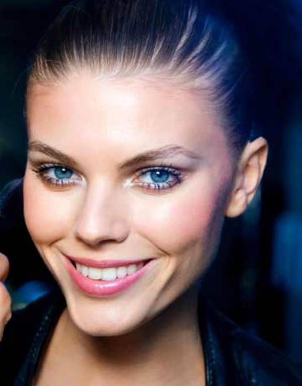 Slika 5 Rumeni obrazi su tako romanticni Sedam prolećnih make up trendova