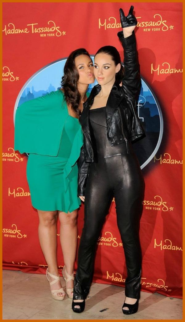 ak statue1 Who Run the World: Alicia Keys