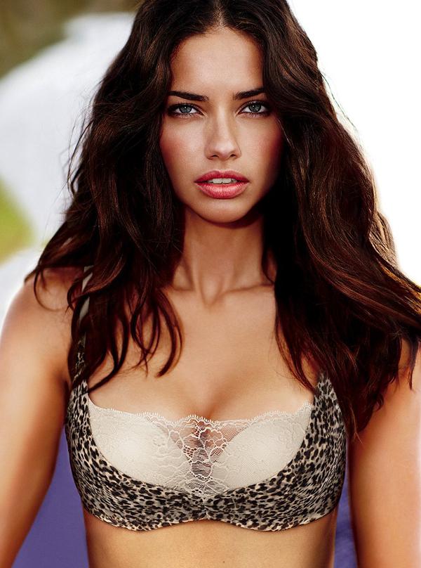 andriana vs 10 Victoria's Secret: Seksepilna Adriana