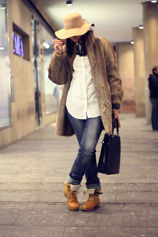 anja vintage fux jacket and hat 8 Modni blogovi: Martovska inspiracija