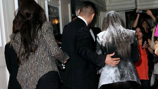 flour Trach Up: Brašnjavi atentat na Kim Kardashian