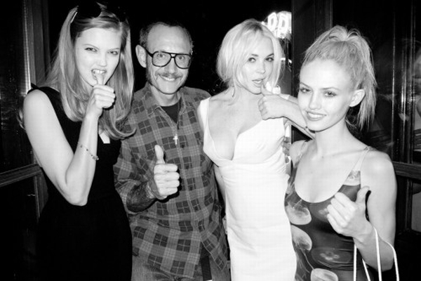 linsi Trach Up: Lindsay Lohan proganja slavnog fotografa