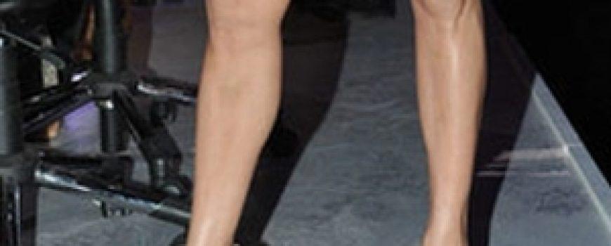Trach Up: Vid'la J-Lo šta radi Jolie, pa i ona digla nogu