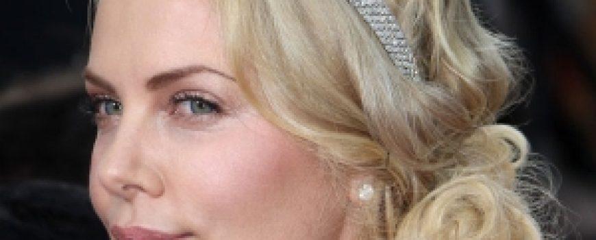 Trach Up: Charlize Theron postala majka