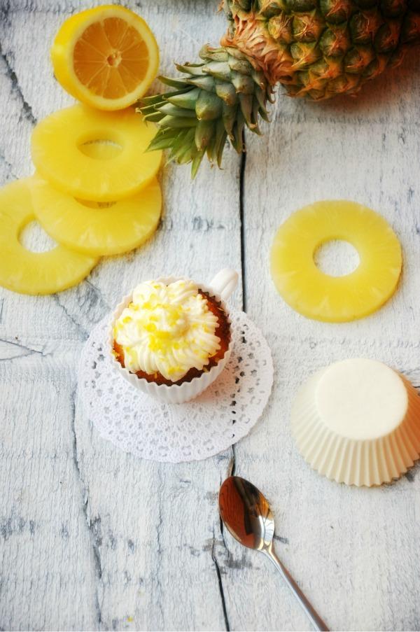 slika 1 picnik Kapkejksi sa ananasom i prelivom od limuna