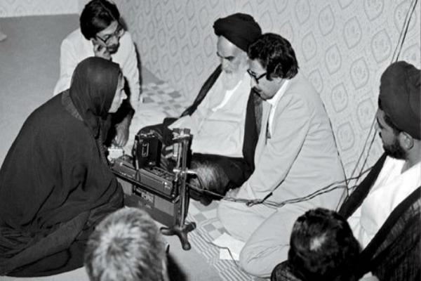 slika br.2 Intervju sa Homeinijem u njegovom domu u Iranu 1979. Oriana Fallaci: Više od novinara