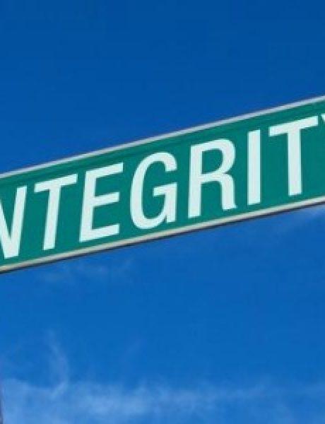 Striptiz za pismene: Užasi integriteta