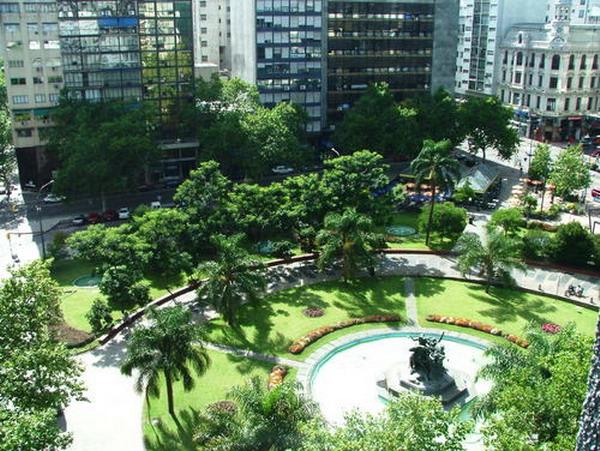 trg Trk na trg: Plaza del Entrevero, Montevideo