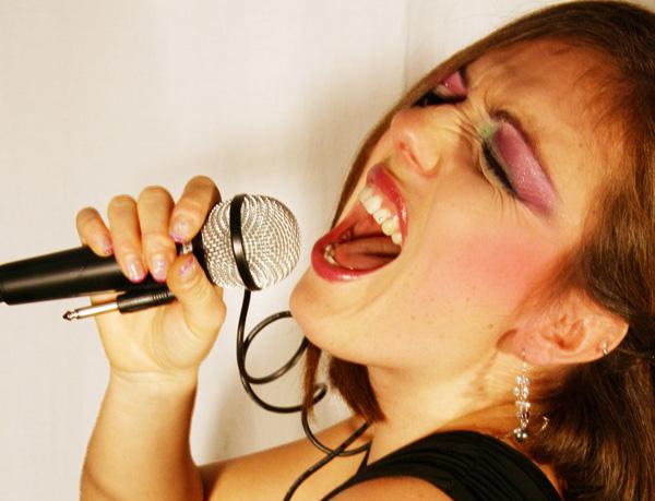 wannabe singer iii by hunterofsolitude d35ov77 Rodila me majka da budem pevaljka